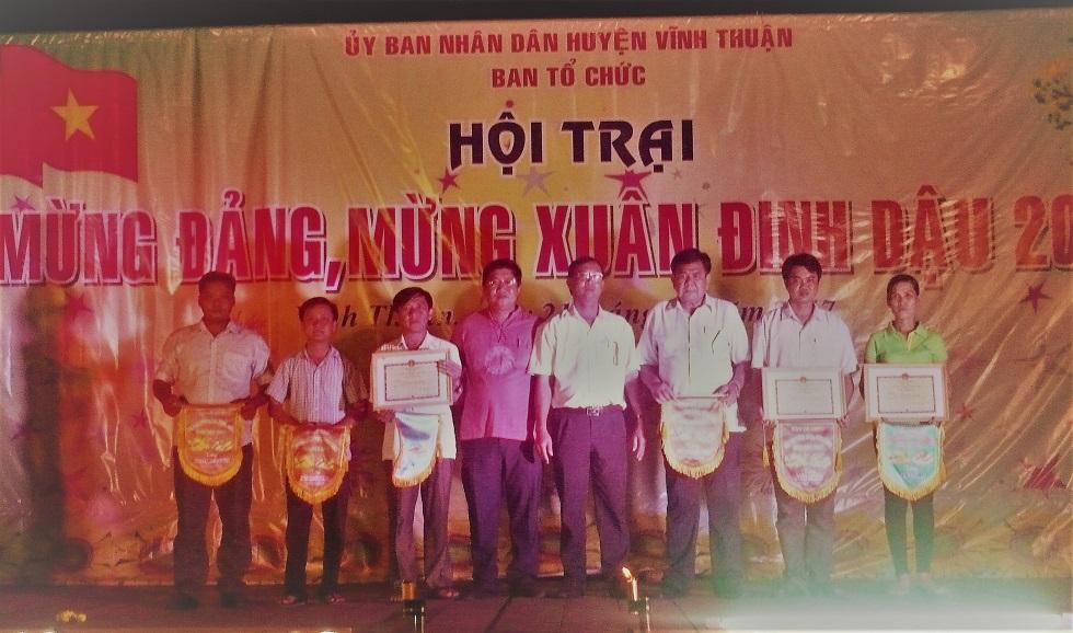Đc Võ Văn Lập, Tp VHTT trao giải toàn đoàn cho các trại