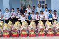 Hội Khuyến học huyện trao tặng quà tết cho học sinh nghèo