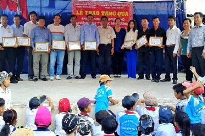 """Chương trình """" Tiếp bước đến trường"""" tại trường tiểu học Vĩnh Bình Bắc 4"""