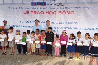 Công ty Điều hành Dầu khí Phú Quốc trao tặng học bổng cho học sinh huyện vĩnh thuận