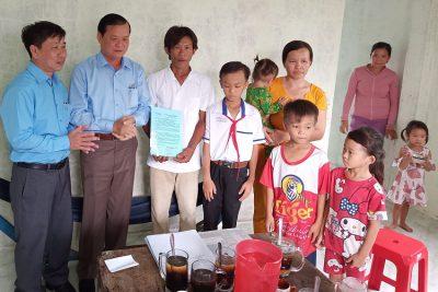 Hội Khuyến học tỉnh Kiên Giang trao tặng nhà khuyến học cho học sinh nghèo hiếu học huyện vĩnh thuận