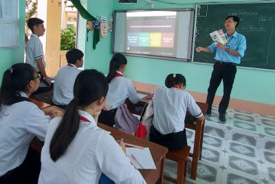 Thầy Trần Đình Duy, với giải pháp giúp học sinh sử dụng tốt phần mềm powerpoint để thuyết trình nâng cao hiệu quả học tập