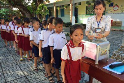 Trường tiểu học Vĩnh Phong 1 vận động ủng hộ miền Trung