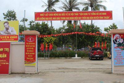 """Hội thảo """"Vận dụng tư tưởng Hồ Chí Minhbồi dưỡngđạo đức nhà giáo trong giai đoạn hiện nay trên địa bàn huyện Vĩnh Thuận"""""""
