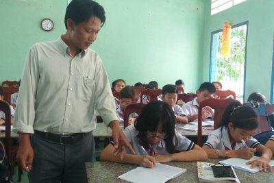 Thầy Tô Thanh Cần, Chủ tịch công đoàn cơ sở, giáo viên dạy giỏi đầy tâm huyết và trách nhiệm với nghề