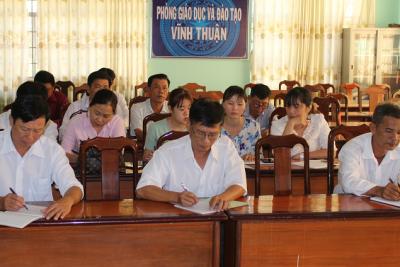 Giáo viên tập huấn trực tuyến sử dụng sách giáo khoa lớp 1