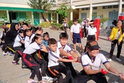 Liên đội Trường tiểu học Thị Trấn 1 tổ chức kiểm tra công nhận chuyên hiệu rèn luyện đội viên năm học 2019-2020