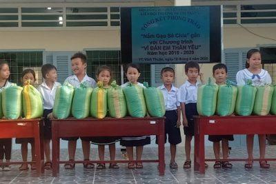 Liên đội Trường tiểu học Thị Trấn 1 vận động 3 ngày được 1.260 kg gạo