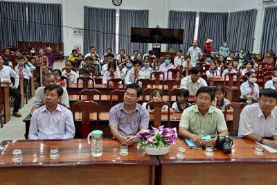 Hội khuyến học huyện trao học bổng cho học sinh