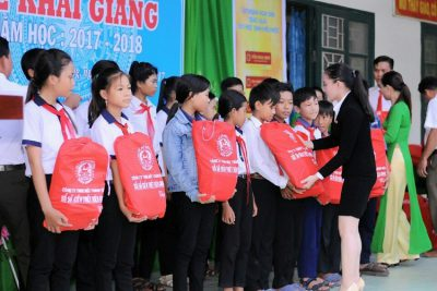 """Hiệu quả từ mô hình """"Vận động gây quỹ giúp đỡ học sinh khó khăn đến trường"""" của Trường TH&THCS Phong Đông"""
