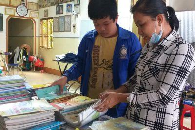 Shop 0 đồng của cô Lê Thị Anh Đào giúp đỡ nhiều học sinh nghèo trước thềm năm học mới